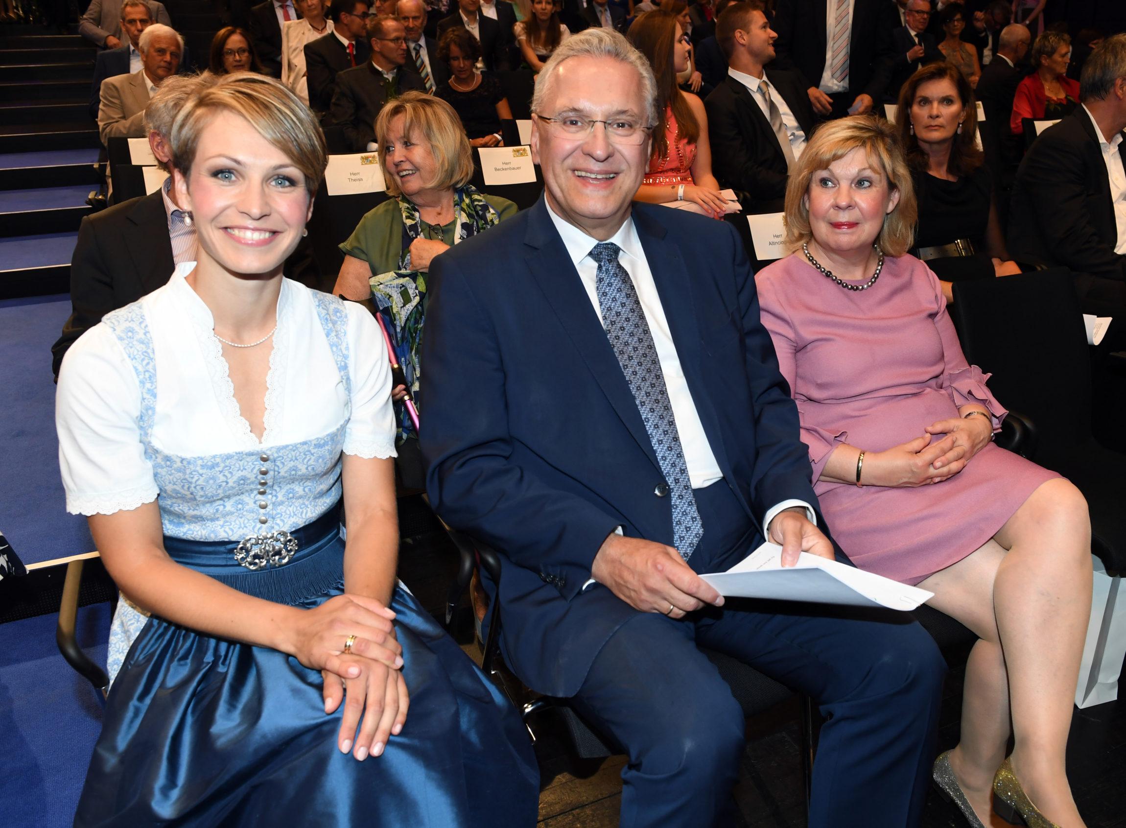 Holzer, StM Herrmann mit Frau